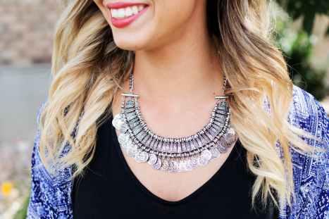 necklace-jewelry-silver-woman-46288.jpeg
